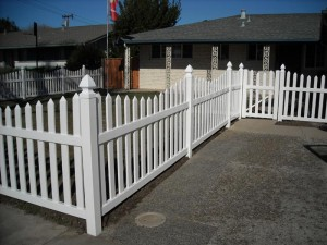 3 ft white scallop picket fence vinyl -2