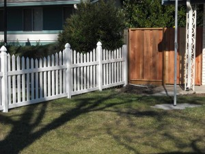 3 ft white scallop picket fence vinyl -4